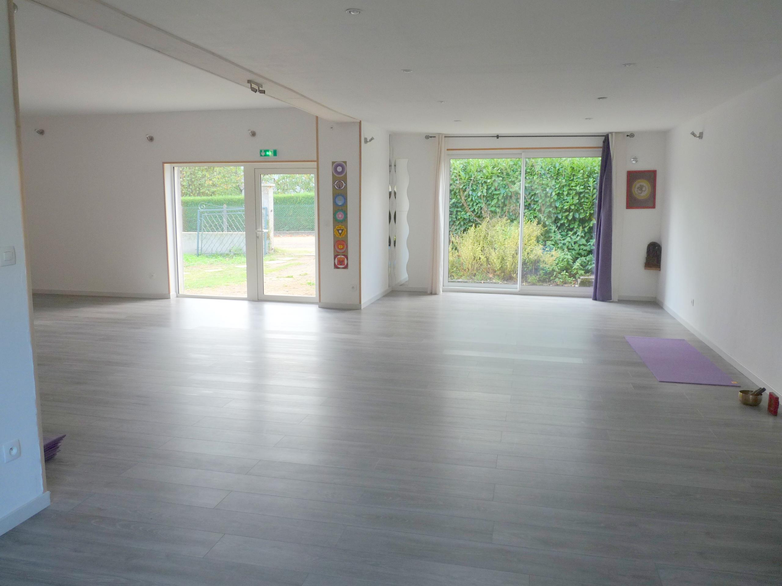 Salle yoga vue mur ouest baies