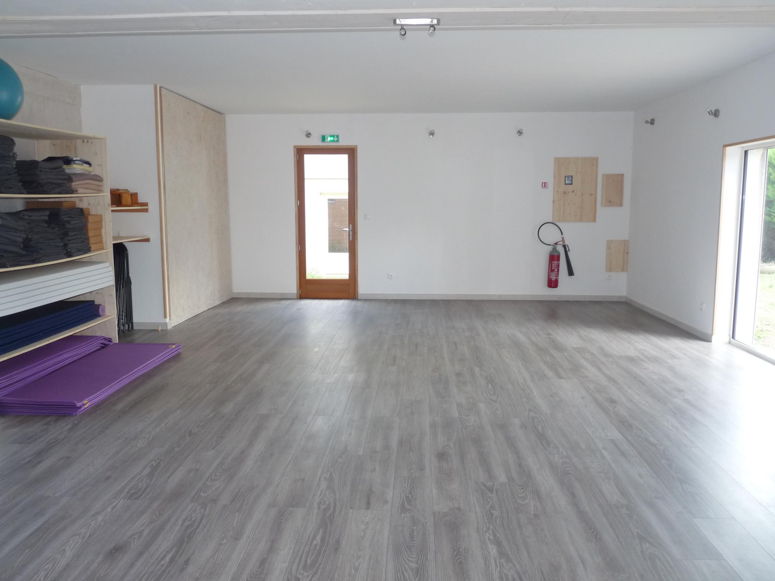 Salle yoga vue mur sud